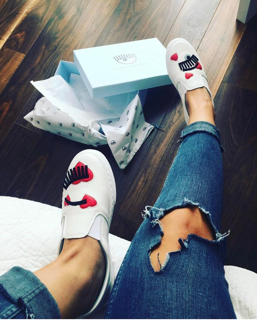 Chiara Ferragni眨眼鞋浪漫變身 超有戀愛Fu