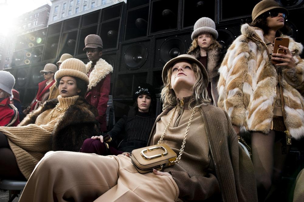 【2017秋冬紐約時裝周】Marc Jacobs 舊時光裡的新派嘻哈女郎