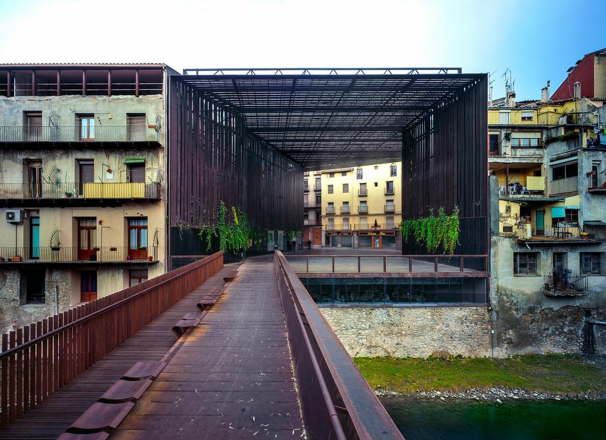 里拉劇院戶外公共空間,2011,西班牙,攝影: Hisao Suzuki