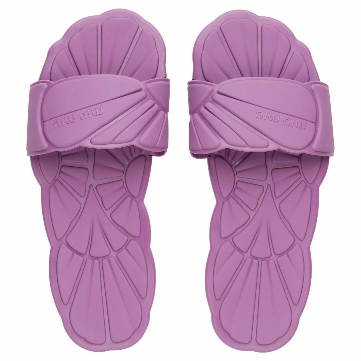 Miu Miu打造超甜美夢幻拖鞋 讓妳每一步都充滿度假FU