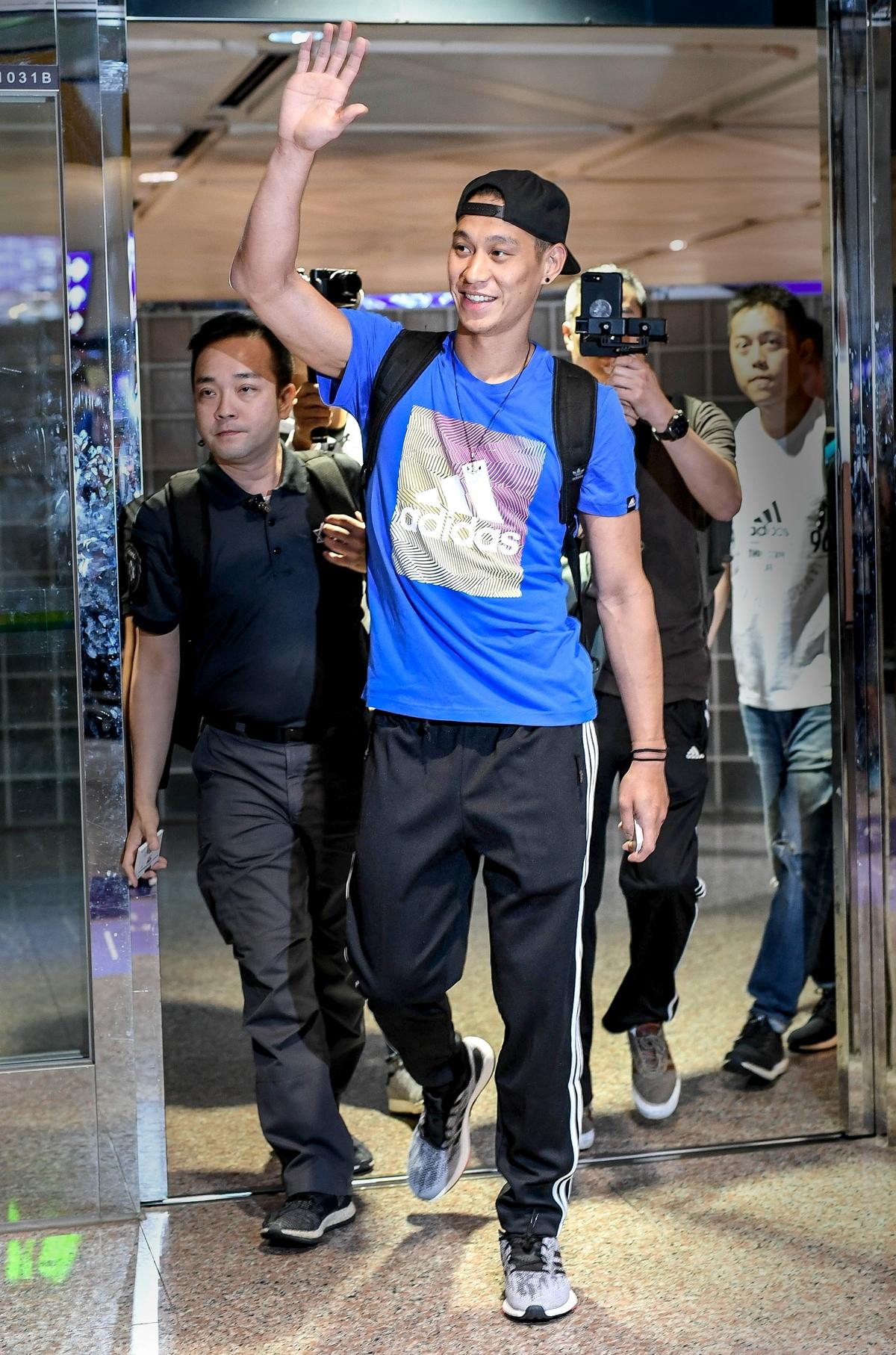 蕭敬騰vs林書豪籃球場正面交鋒!林書豪:「老蕭速度很快,打得比我想像中好。」