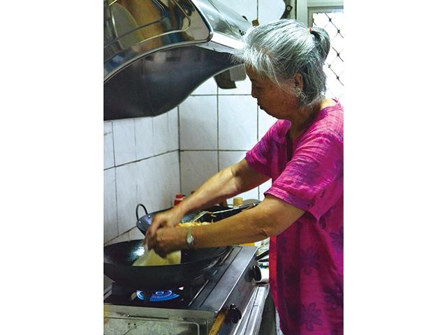 【尚武 家之味 輯四】眷村的童年滋味  陳師母的麥油煎