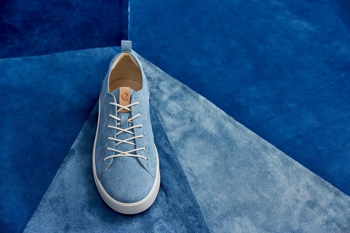 這不是牛仔布,是皮革!ECCO獨家木藍花藍染技術,丹寧 X 皮革新品推出