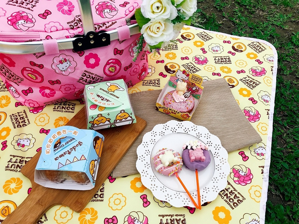 Mister Donut x 三麗鷗聯名第二彈!Kitty繽紛魔法棒、野餐收納墊這次再不手快就要哭哭