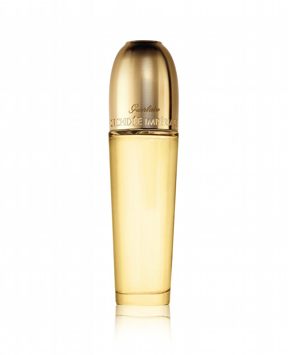 這一瓶金萃油要好好用在臉上,嬌蘭首款能緊緻肌膚的美容油,推開來史無前例的舒服,有清爽度,但依然有滋潤感