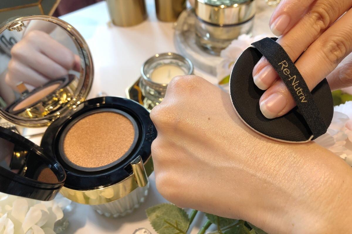 沒戴頂級珠寶沒關係!雅詩蘭黛「白金級寶石光提氣墊粉餅」讓妳的肌膚直接散發寶石光采!
