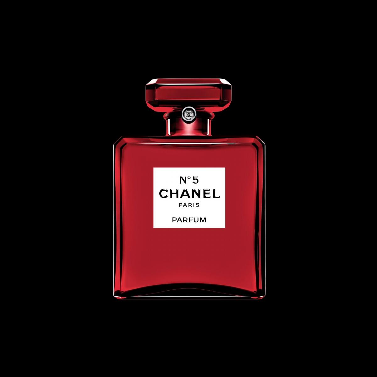 穿上紅色新衣的香奈兒N°5,時髦又大膽,是絕對要收的一瓶完美女人香