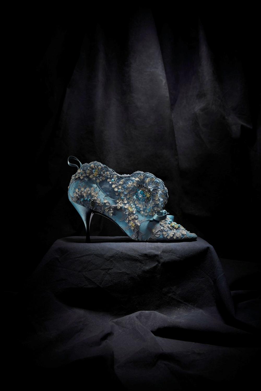 十年間的黃金時代!《DIOR BY ROGER VIVIER》一段關於絕美鞋履與華服的藝術史