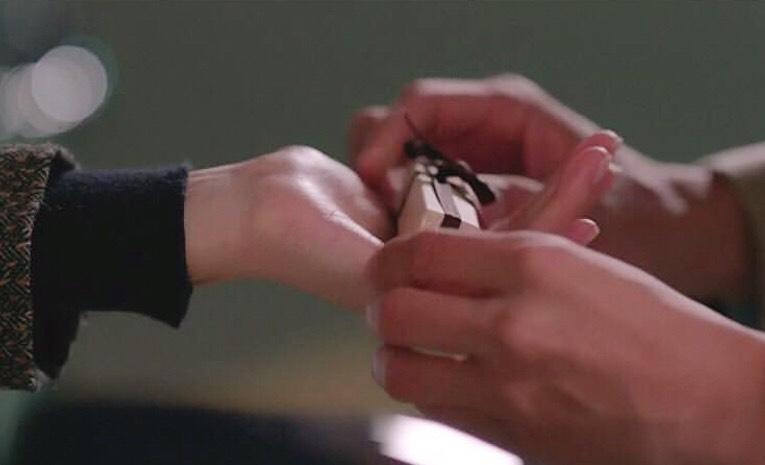雪花秀#4玫瑰酡紅色號,就是宋慧喬在《男朋友》裡收到的生日禮物,優雅又添氣色,也能讓妳打造女朋友好感唇