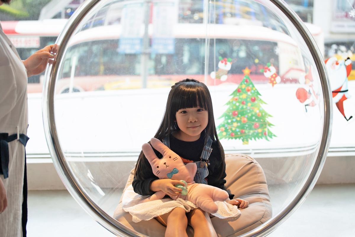 鍾欣凌送7歲女學英文當耶誕禮 爆料兔寶超哈帥哥老師