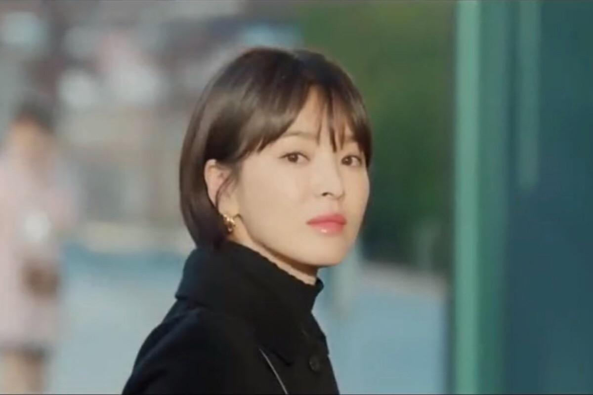 「男朋友」宋慧喬化妝台大公開,想讓寶劍男友送唇膏,先跟車代理用ㄧ樣的美妝好物先!