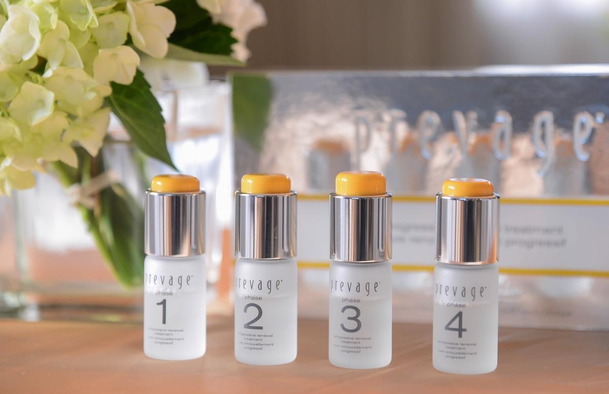 用了有著愛馬仕橘的小橘瓶,肌膚真的一天比一天還要亮,最強抗氧化「艾地苯」加上酸,讓妳輕煥膚不用預約美容醫生
