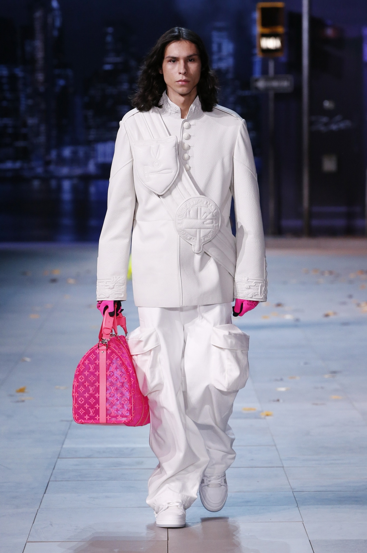 仿佛已經可以看到LV 店外瘋狂排隊的潮人 Louis Vuitton 2019 秋冬男裝大秀直擊