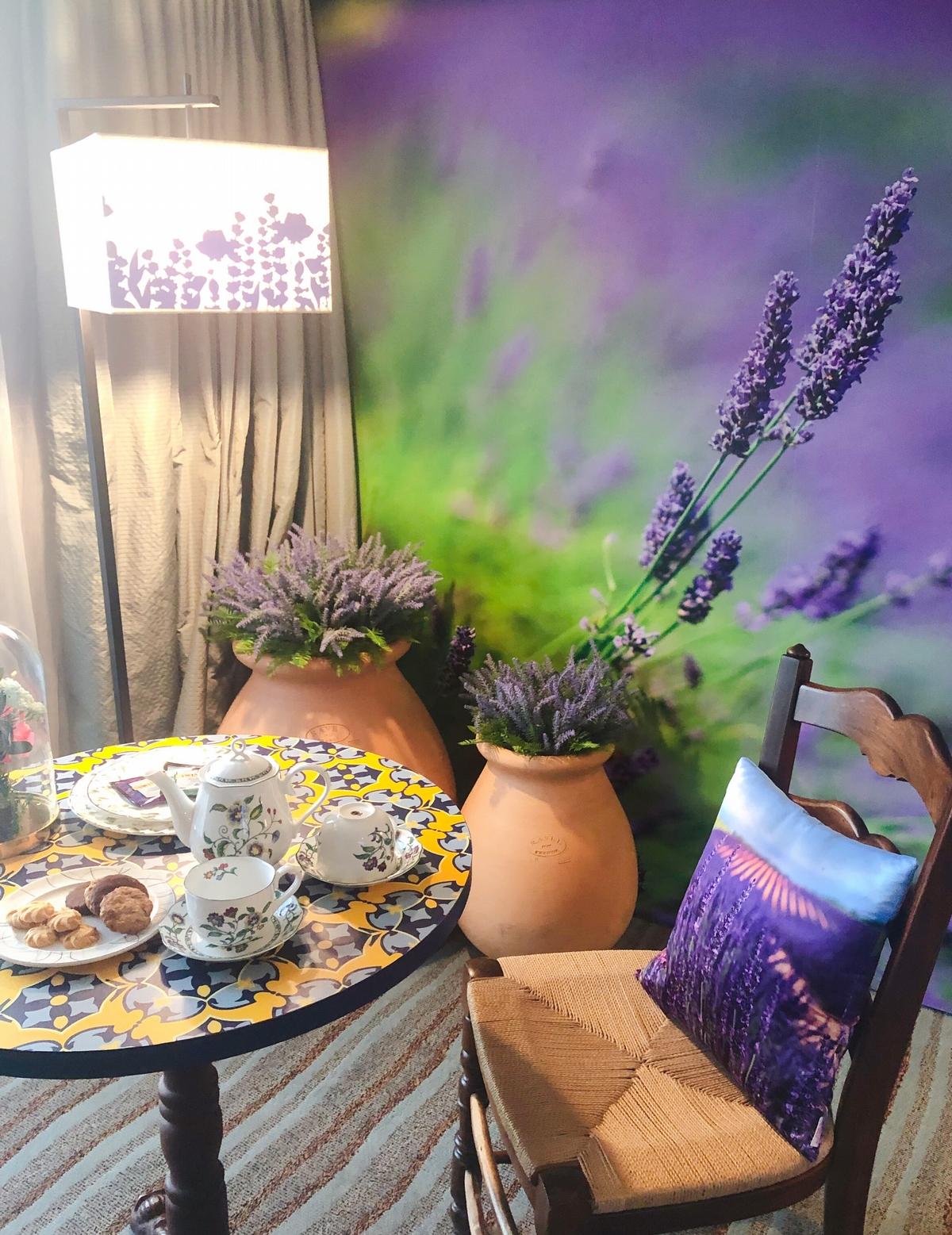 淡水那麼近~快約姊妹淘來住「普羅旺斯海景花園主題房」,再一起享受暖呼呼的熱石療法