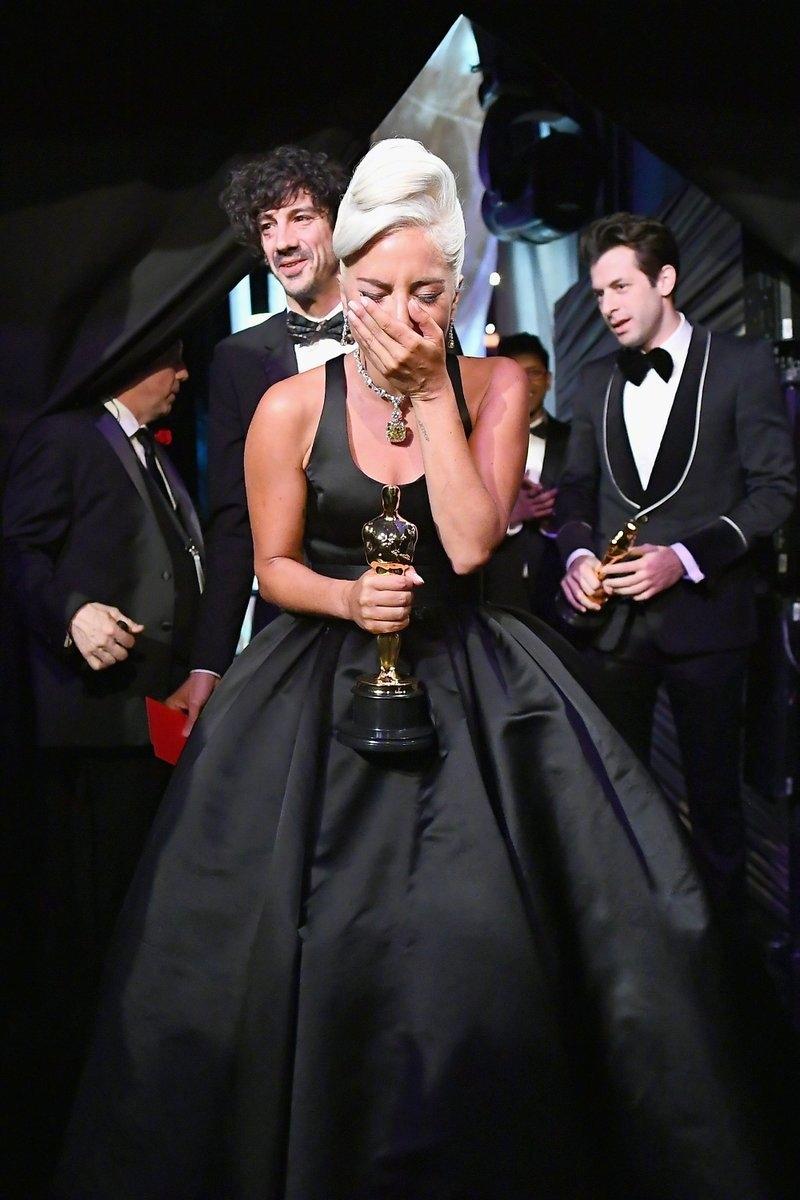 奧斯卡/《波希米亞》雷米馬利克扮傳奇主唱稱帝 奧莉薇亞《真寵》奪后飛吻獻卡卡