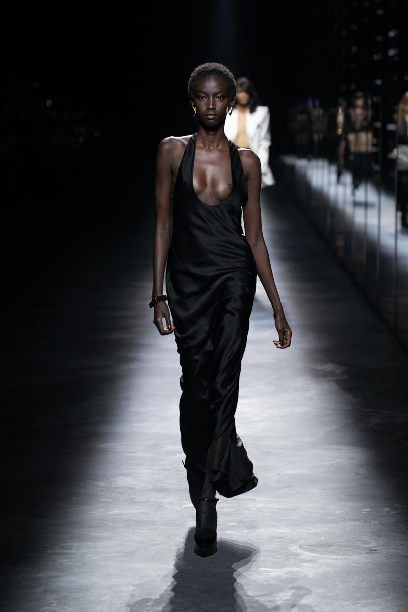Saint Laurent禮服太辣太危險!2019秋冬穿聖羅蘭的女孩又酷又性感