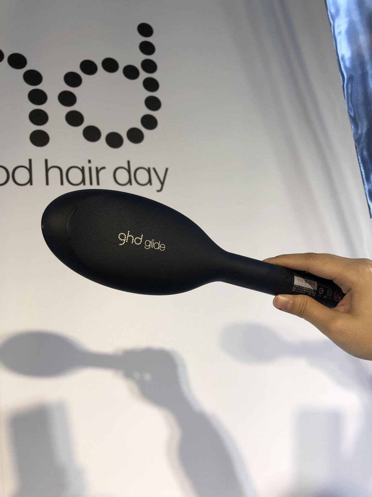 自然捲的救星來了〜ghd英國上市三天就缺貨的glide電子梳,手殘也能變高手,一梳就直一彎就鬆