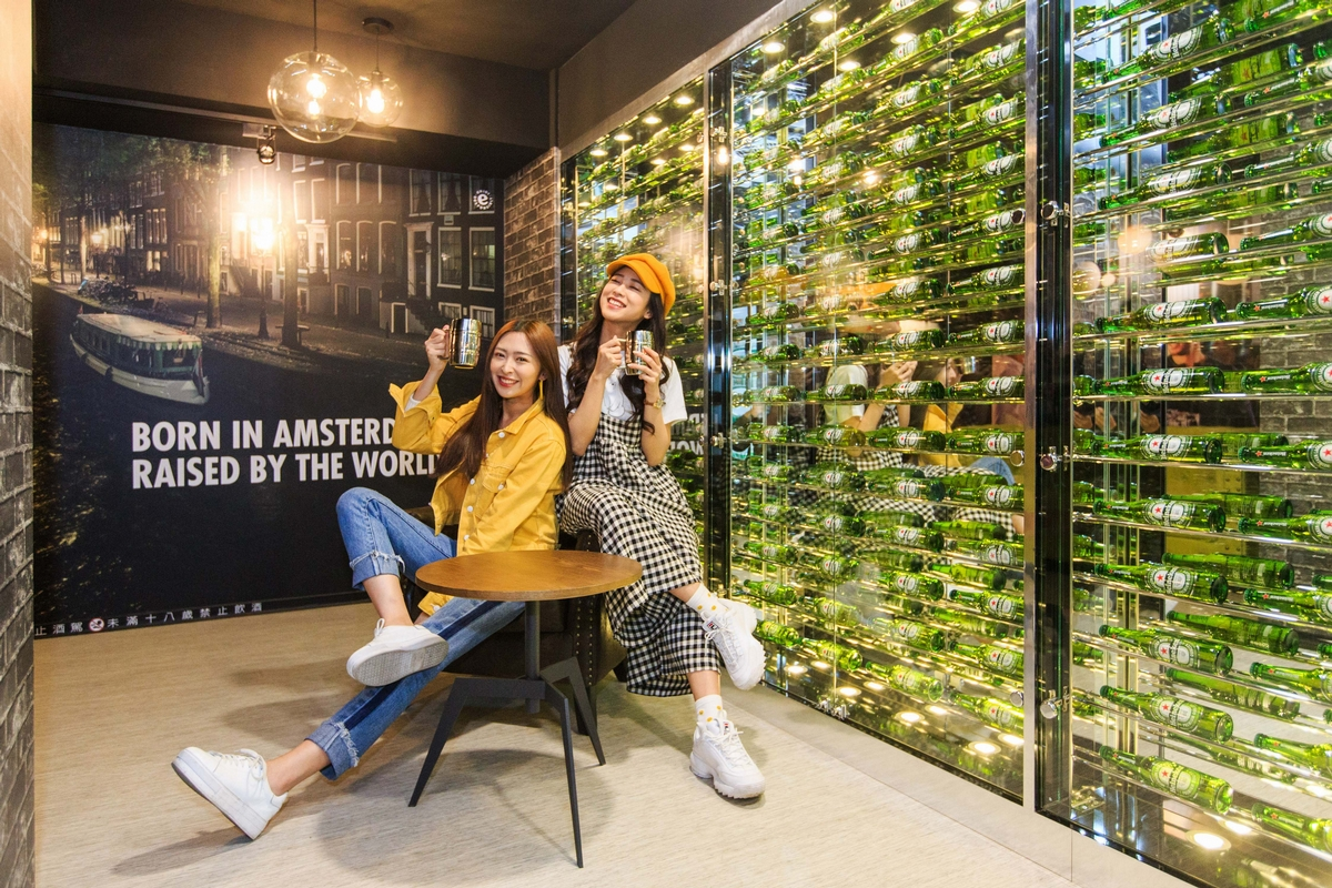 巨型可口可樂現身!7-11打造3大品牌聯名店,每個角落都好拍到必朝聖