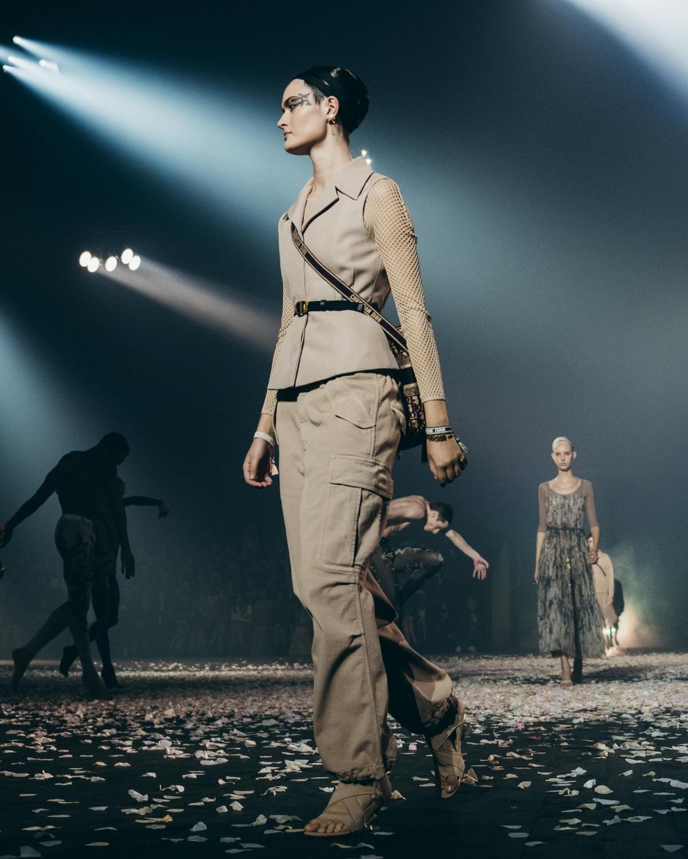 除了馬鞍包外,現在Dior最火的包就是它!