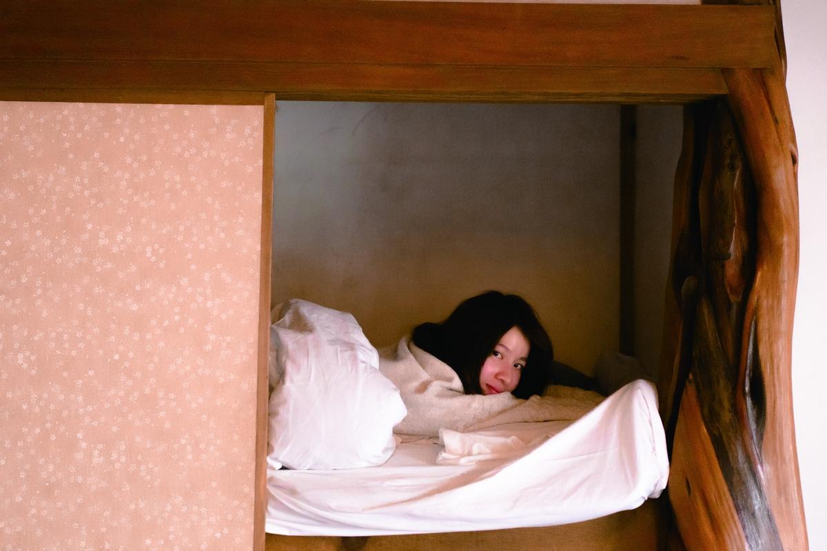 連俞涵內衣沒穿就開拍 泡湯、睡醒照全收錄