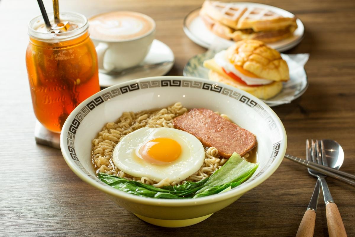 饕客必訪!板橋咖啡館「艾白旅生」把義式咖啡結合正宗港點,連香港人都來朝聖