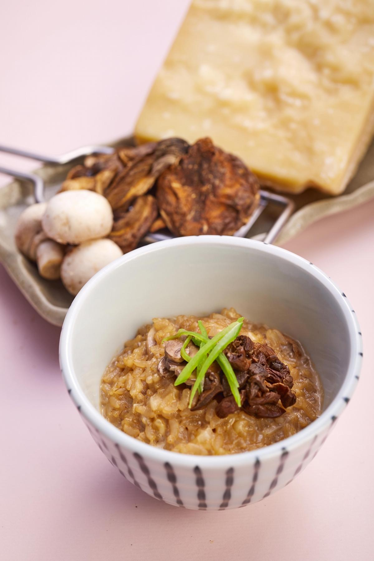 補充膠原蛋白靠這鍋!黑毛屋春季限定「櫻花牛奶飛鳥鍋」日本天皇也愛這味