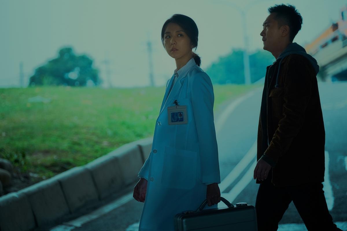 限制級國片《緝魔》玩dress code 邵雨薇揪觀眾穿紅衣看首映