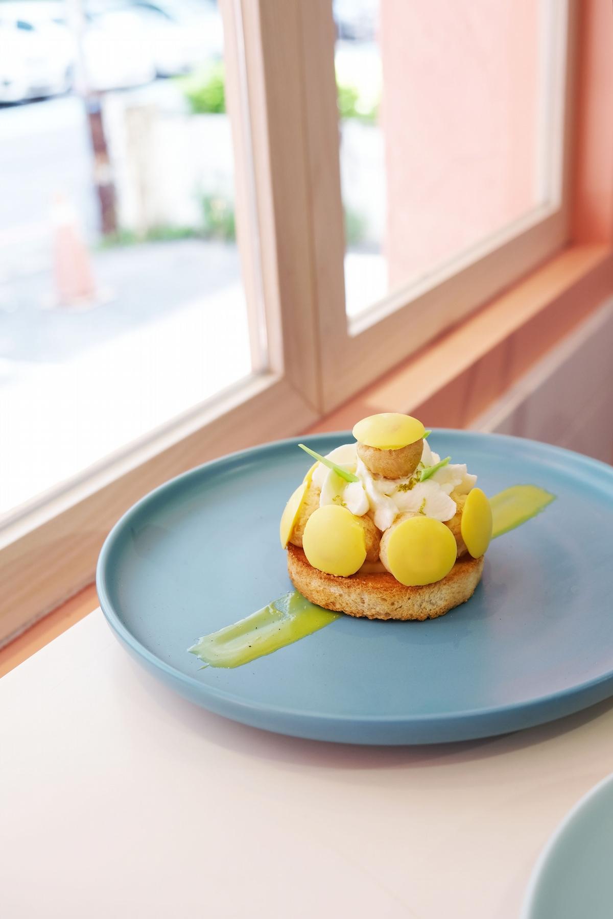 義美小泡芙出甜點?Dazzling x 義美把巧克力、檸檬口味化作療癒泡芙塔,甜點控必吃!