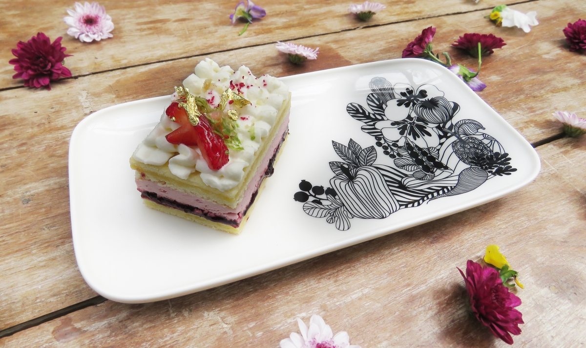 陽明山才有的夢幻級甜點!Marimekko x VVG好樣秘境推出聯名限定甜點,配上印花盤飾美到捨不得吃