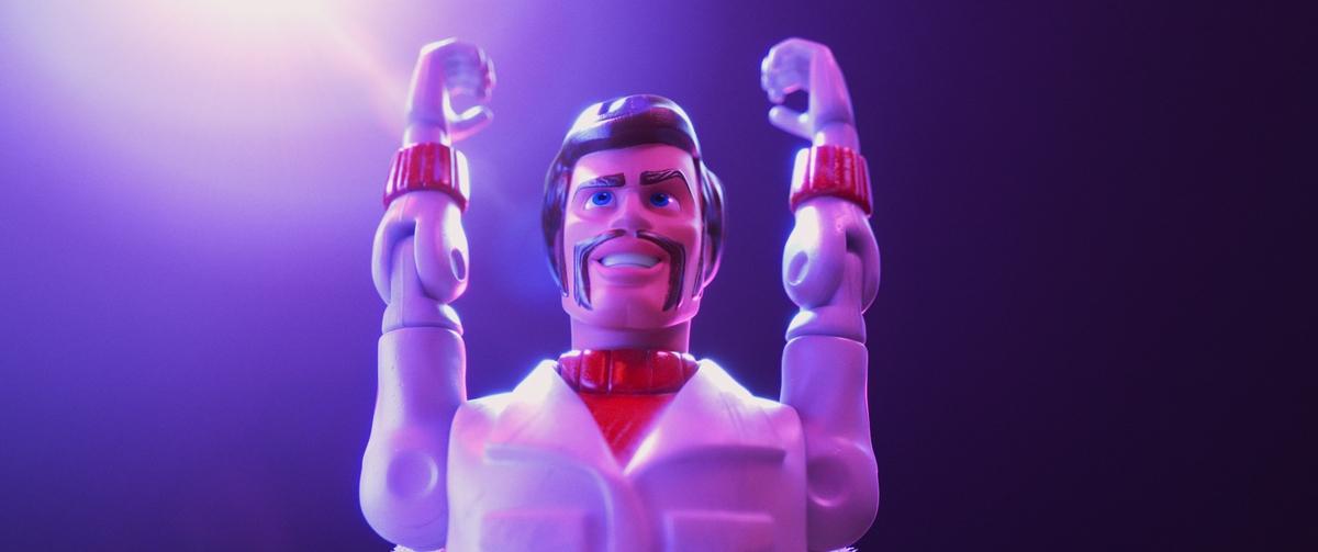 基努李維配音《玩具總動員4》 騎重機、玩特技「卡蹦」喊不膩