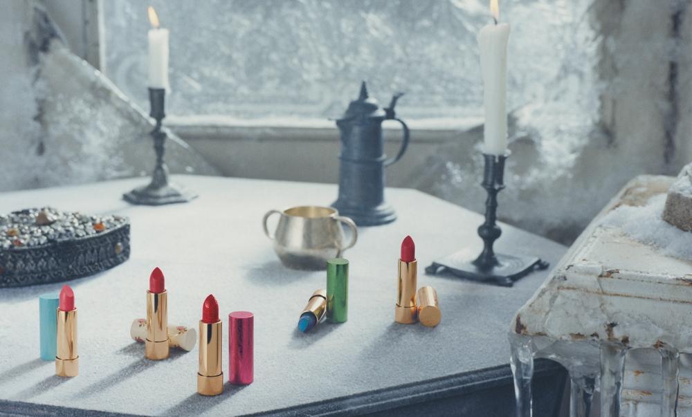 把鑽石光抹上唇!Gucci推出奢華限量炫閃系列唇膏,光是桃紅與綠色外蓋氣場已無敵