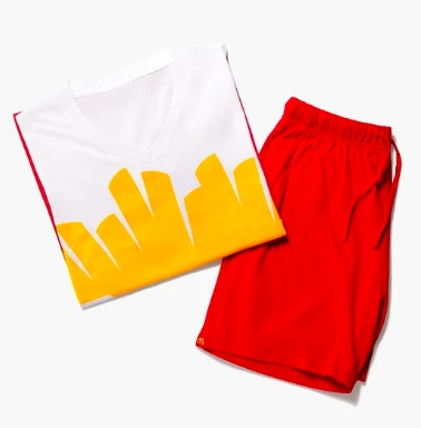 麥當勞居然推出服飾周邊!大麥克零錢包、薯條襪、就連芝麻粒都拿來做手機架