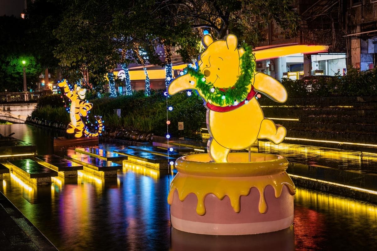 台中迪士尼耶誕燈節太浪漫!14米高巨型聖誕樹、TSUM TSUM萌系薑餅屋,還有米奇米妮夢幻燈飾超好拍!