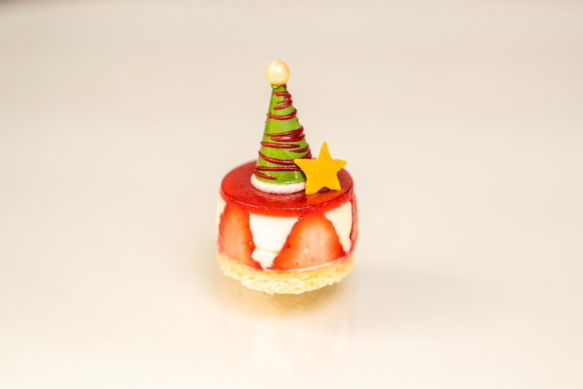 海洋拉娜X青隅的頂級下午茶饗宴也太奢華了,連經典乳霜也化身可口誘人的甜點,真的要來吃一波