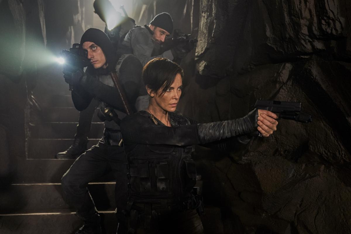 好萊塢女戰神莎莉賽隆再升級! 《不死軍團》肉身擋子彈秒癒合