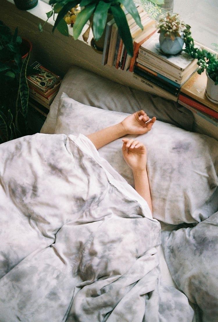 半夜睡不著!?盤點一噴就能放鬆的枕頭噴霧,一起來香甜入睡