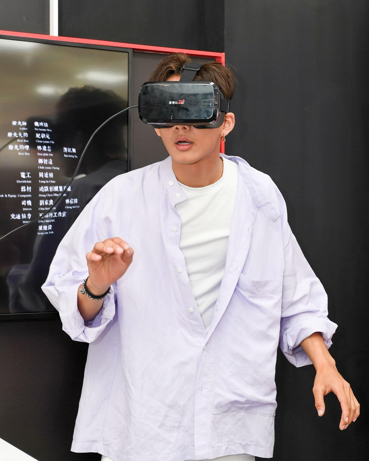 吳念軒體驗《紅衣小女孩》VR版! 憶撞鬼經驗「無臉長髮女床邊一直繞」