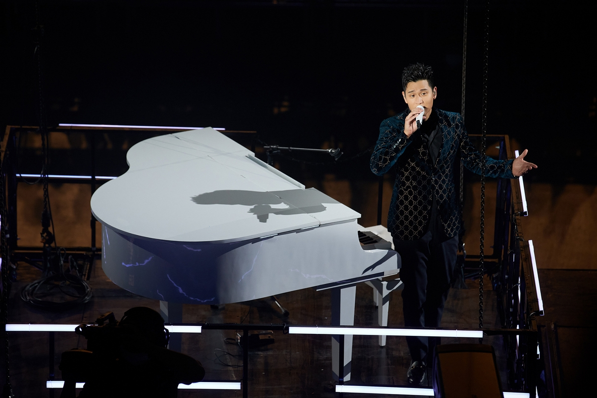 華人之光周興哲登美國《TIME》雜誌 「最年輕破億歌手」走到「國際周」 全英文受訪