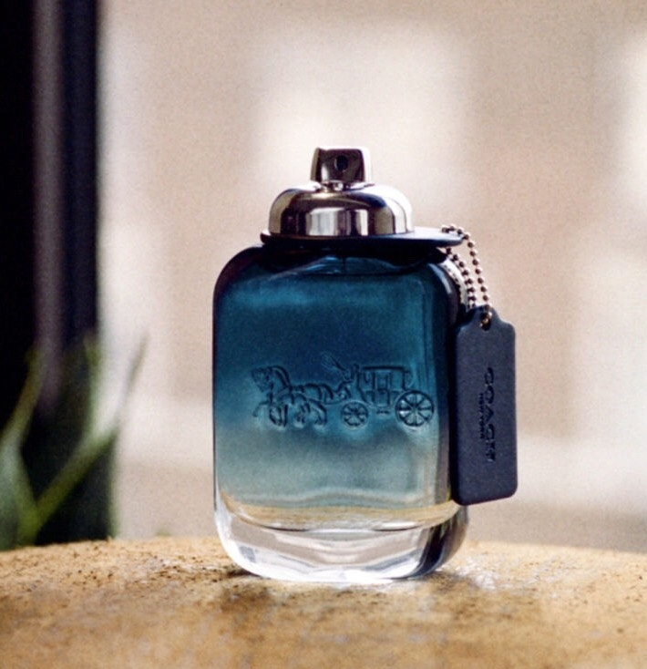 山系男孩不能錯過的「COACH BLUE時尚藍調淡香水」,清新中帶有微性感,讓你全身充滿不可抗拒的療癒氣息
