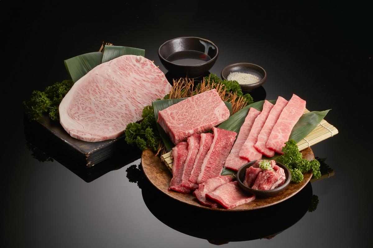 中秋烤肉來這吃!乾杯集團推出「頂級和牛團圓餐」和牛牛排、伊比利豬、鮭魚和牛壽司超誘人,加碼送伊比利豬當會員禮