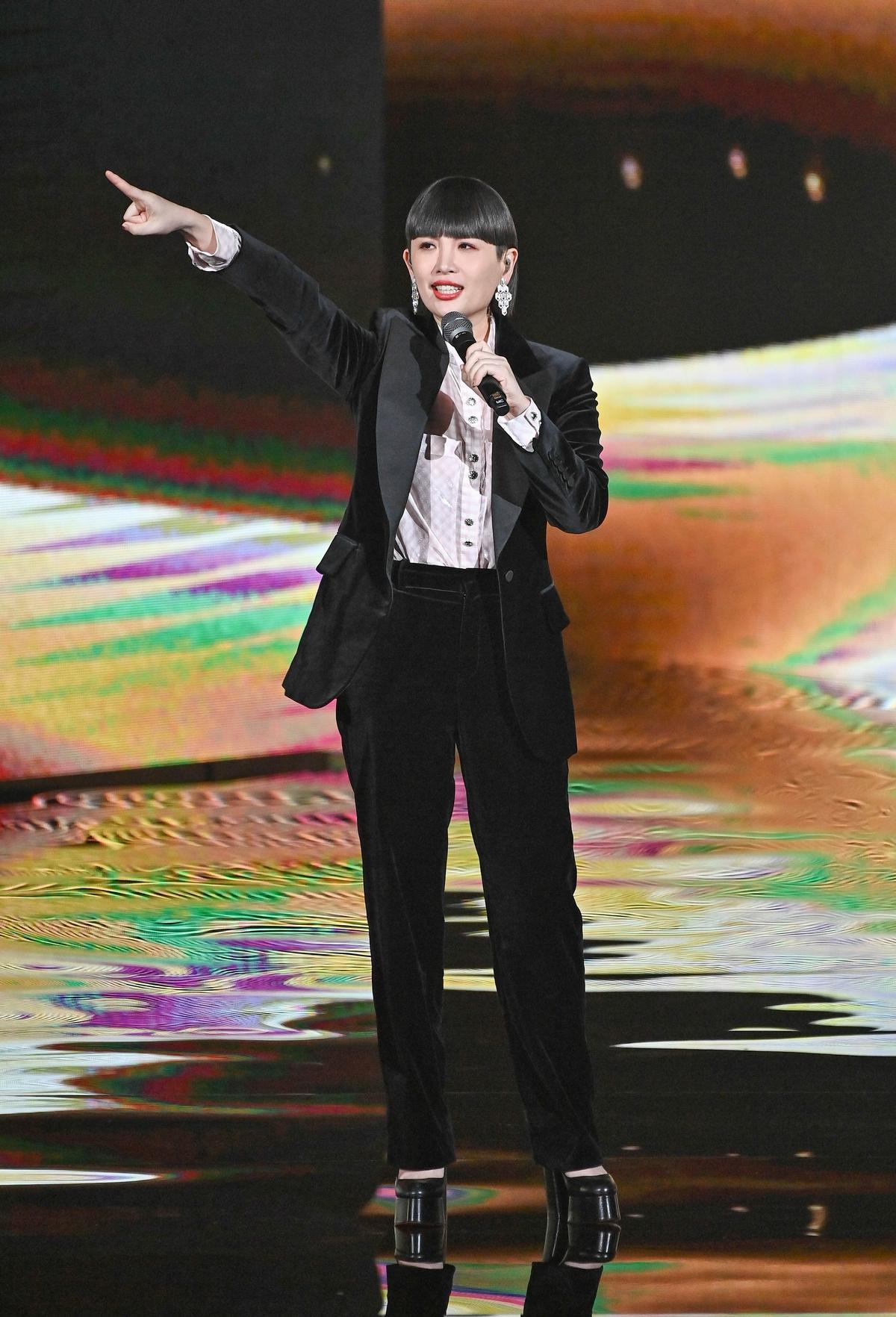 金曲31/阿爆開胡摘原住民語專輯獎 魏如萱歌舞秀開場自肥講感言