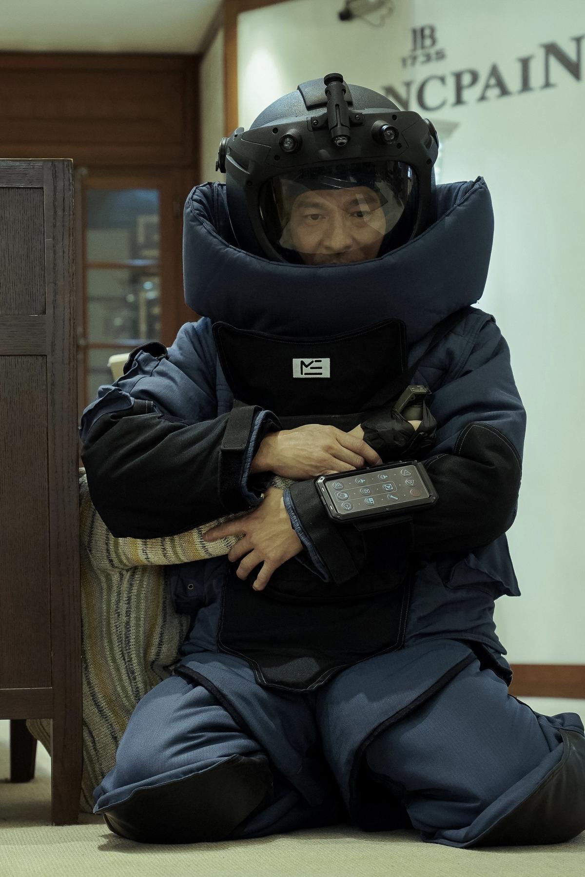 劉德華慘被炸斷一條腿! 《拆彈2》睽違18年聯手劉青雲飆演技
