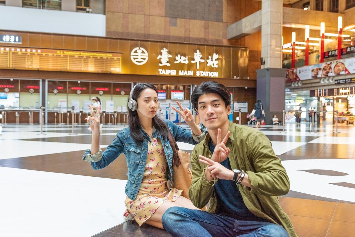 台北車站大廳拍片超夢幻! 林柏宏、林哲熹驚嘆像在童話場景