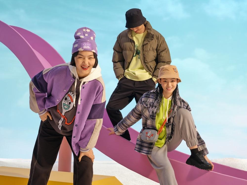 H&M玩具總動員聯名俏皮又可愛!胡迪、巴斯光年大學T、帽T讓人通通想打包