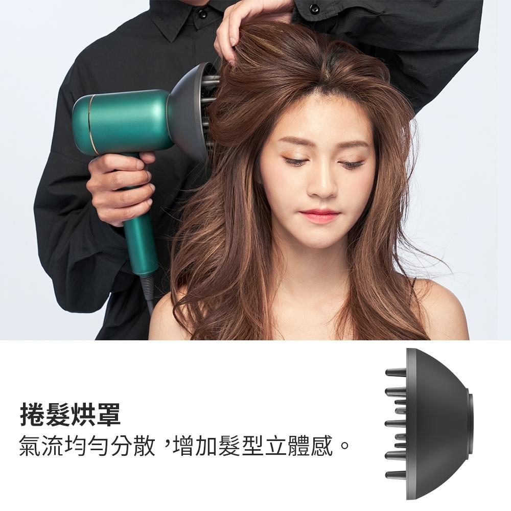 最強美髮補水神器就是「GPlus冷凝水離子吹風機」,吹完頭髮好柔順,就連水分都留住了