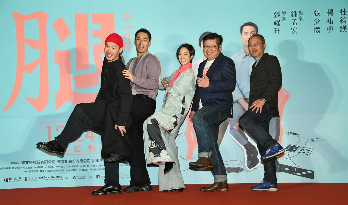桂綸鎂《腿》首映被13男包圍慶生! 戲稱來到牛郎店想「每天點一位」