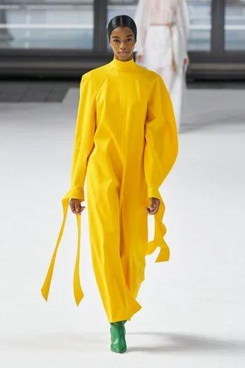 2021就需要這股時髦力量!「ONE-TONE黃」10+種穿搭提案,療癒又暖心氣場完全不輸人