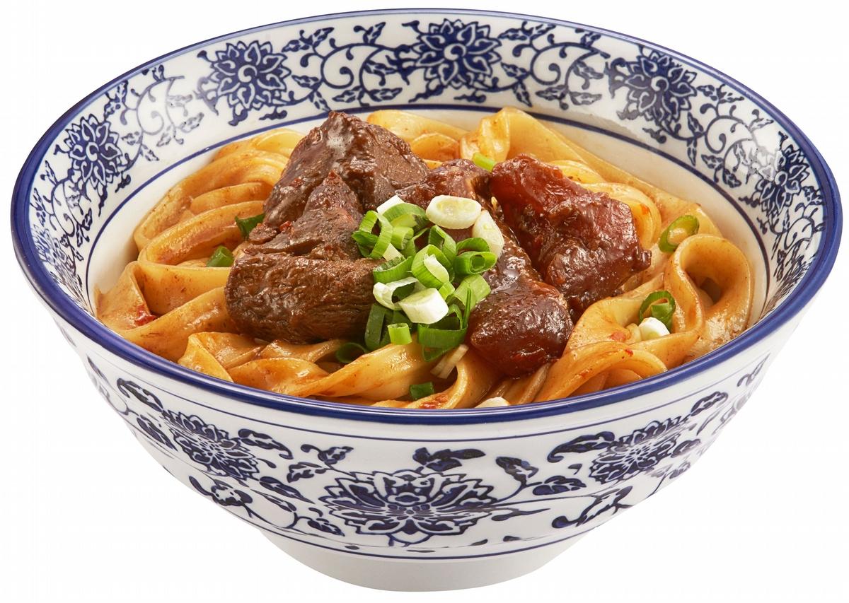 米其林星級跨界聯名「紅燒牛肉拌麵、清湯牛小排麵」在家也能吃到!Q彈麵條加上軟嫩牛肉讓人食指大動
