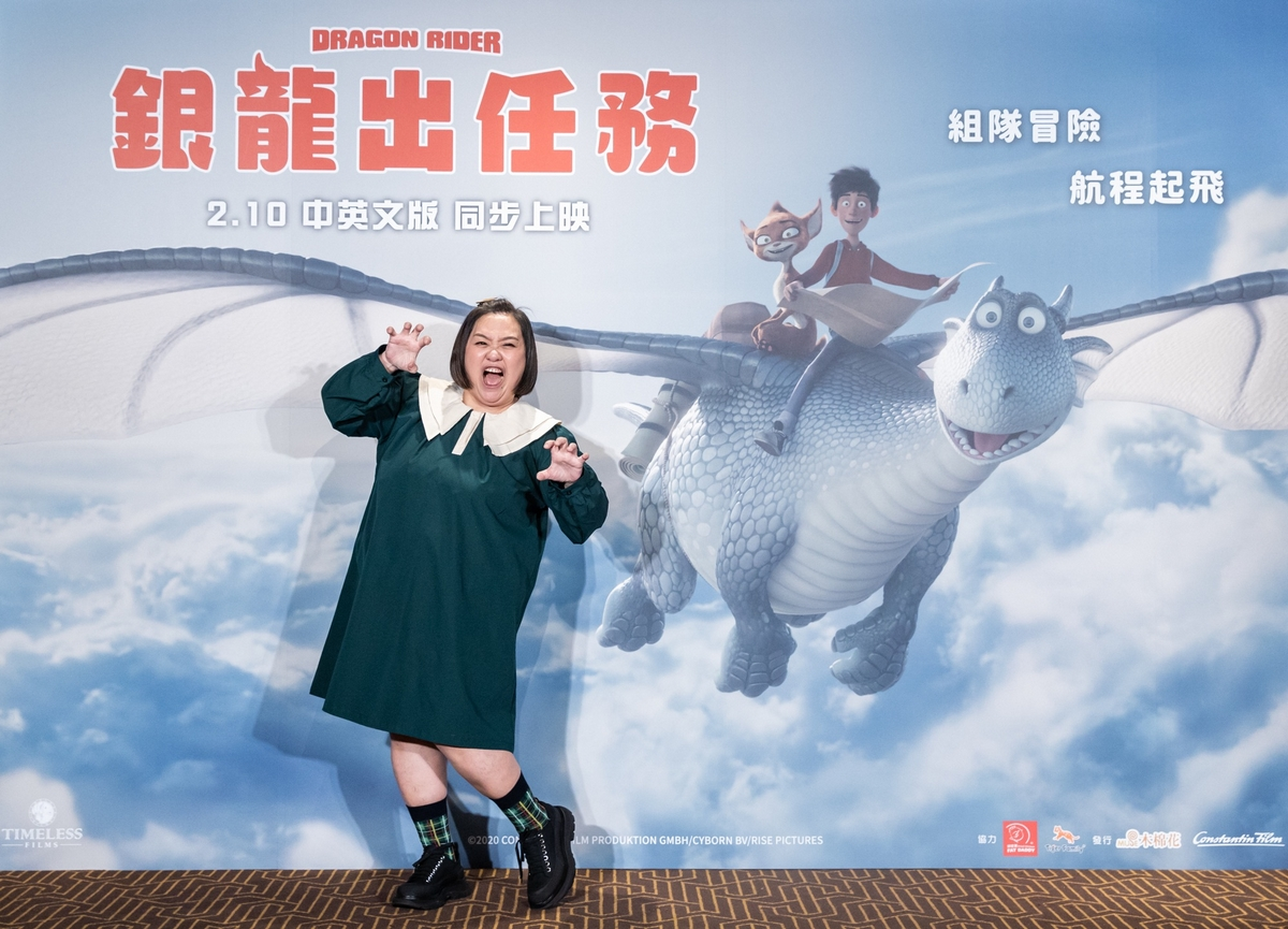 鍾欣凌降齡配音15歲飛龍拋羞恥心! 率雙寶出席首映嗨翻現場
