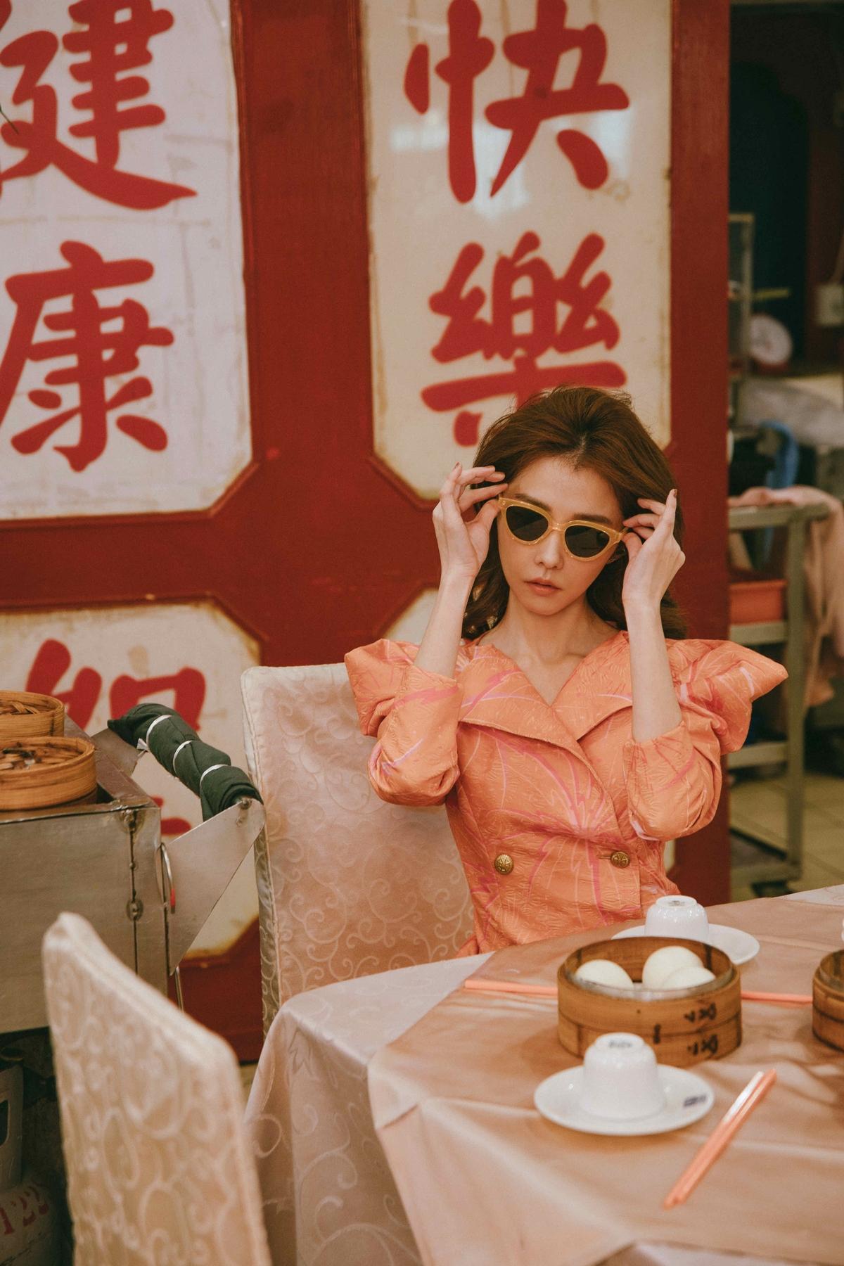 邵雨薇4月開唱寵粉 酥胸微露謬思女神是她
